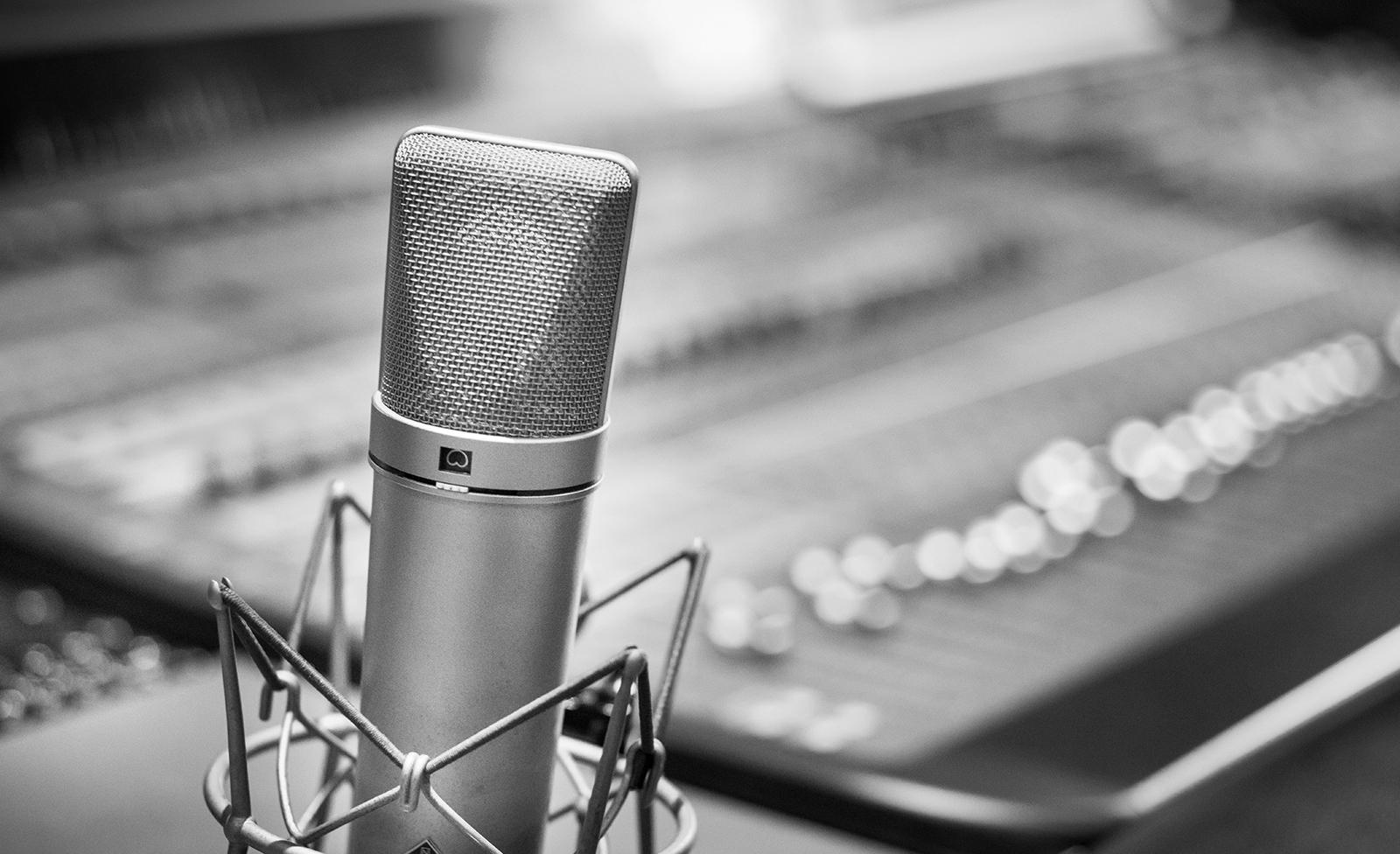 micrófono mesa de mezclas, sonido, audio, Postproducción Sonido
